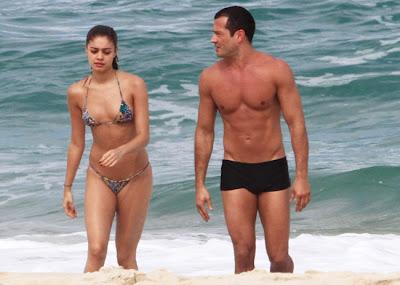 Sophie Charlotte E Malvino Salvador Namoram Em Praia Do Rio