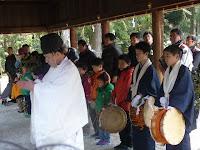 奈良の小川の畔で禊した。