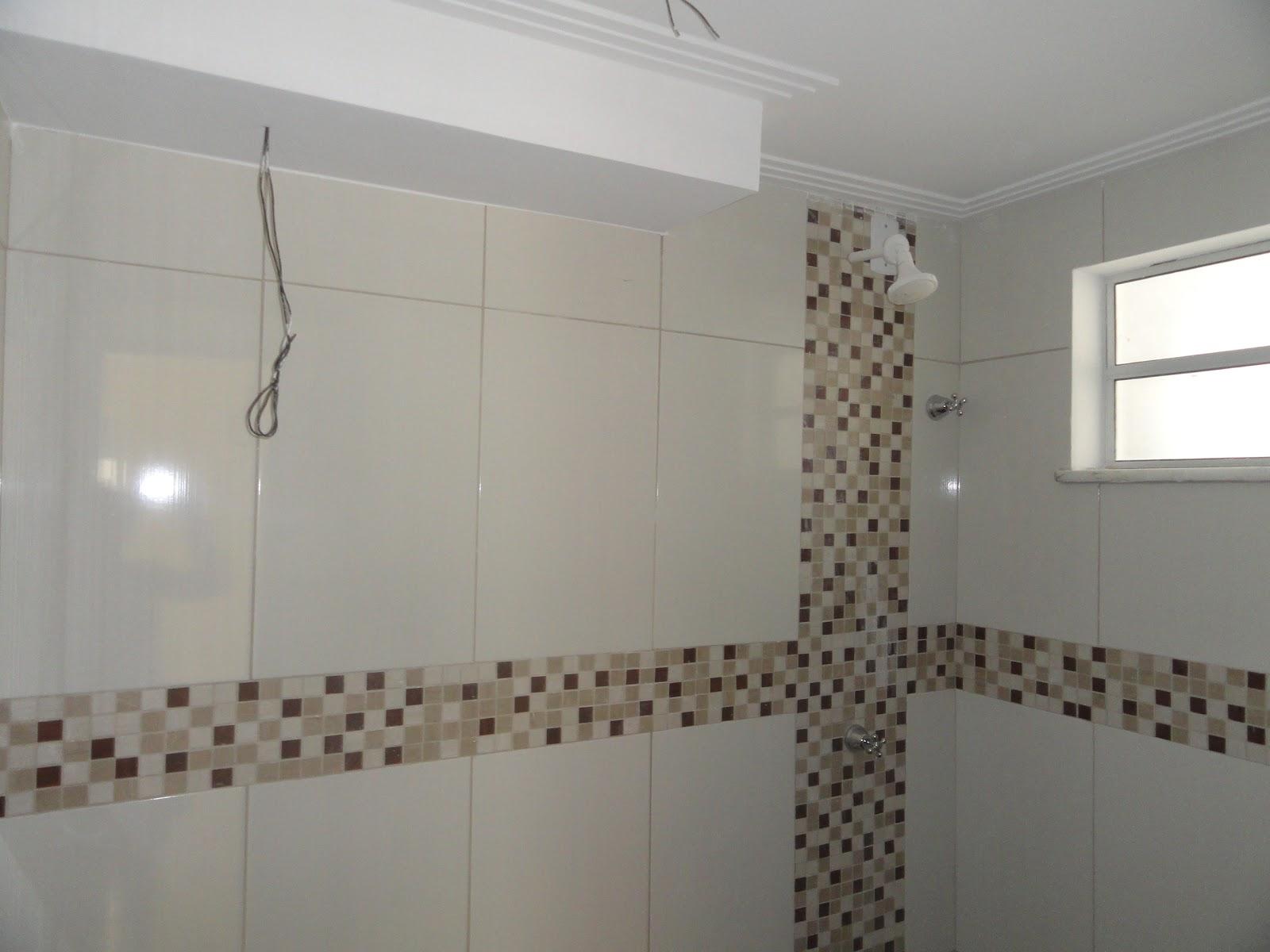 BANHEIRO SÓ ESPERANDO: CHOVEIRO ILUMINAÇÃO VASO PIA E BOX #413630 1600x1200 Banheiro Container Bahia