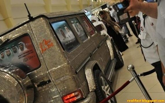 Mobil Dengan Tempelan 55.000 Koin