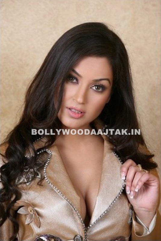 , Maryam Zakaria Hot Pics