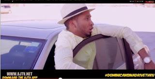 Dominicanos en un drive-thru