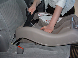 The Right Way of Install a Child Safety Seat | IXthuluh.com