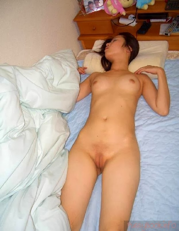 spy naked sleeping women