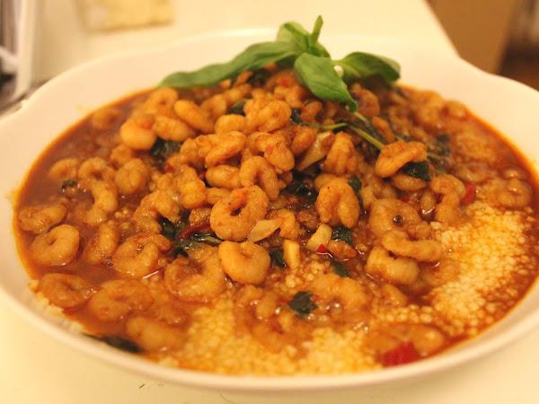 Couscous mit Basilikum-Garnelen