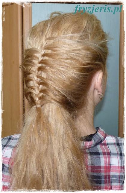 Warkoczyk na luźnych włosach - zdjęcie