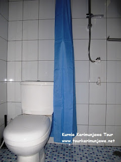 toilet di hotel escape