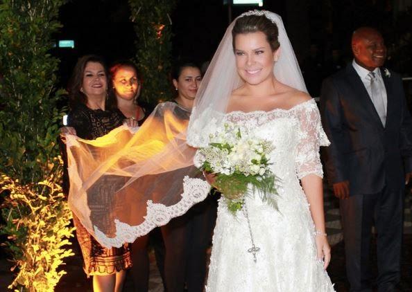 Vestido de noiva de Fernanda Souza...E grinalda, e joias e terno de Thiaguinho... e cobertura do Huck