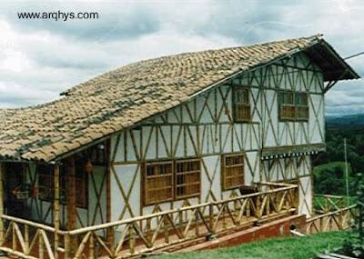 Casa de dos plantas hecha de bambú