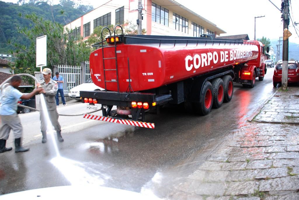 Lavagem de trecho da Rua Tenente Luiz Meirelles, no Bom Retiro