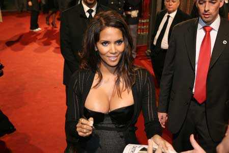 Chatter Busy: Halle Berry Breast Implants C Cup Breast Celebrities