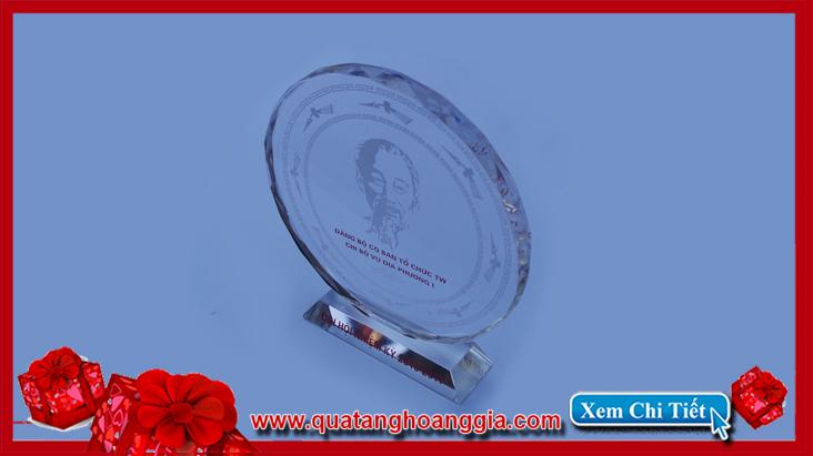 Vập phẩm quà tặng cho đại hội đảng bộ của chị bộ vụ địa phương ban tuyên giáo trung ương nhiệm kỷ 2015-2020
