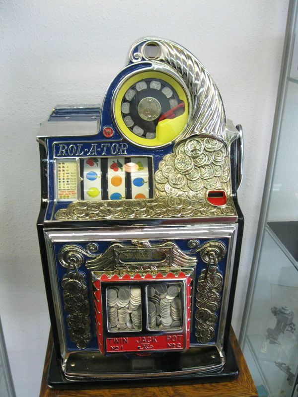 ANTIQUE ROL-A-TOR 5 CENT GOLD AWARD SLOT MACHINE