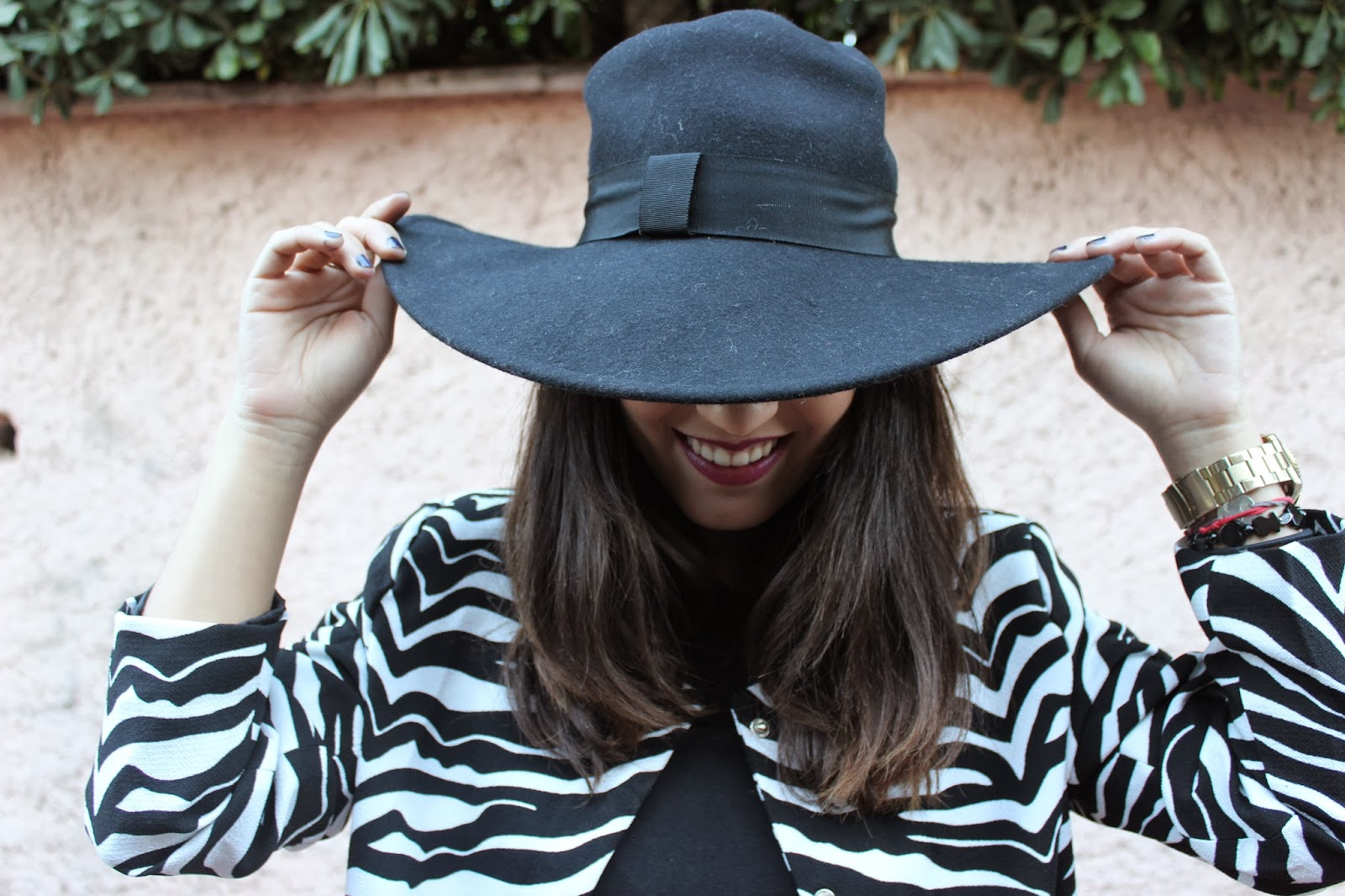fashion blogger con abrigo zebra
