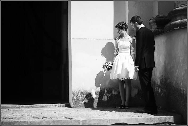 trumpa elegantiška vestuvinė suknelė