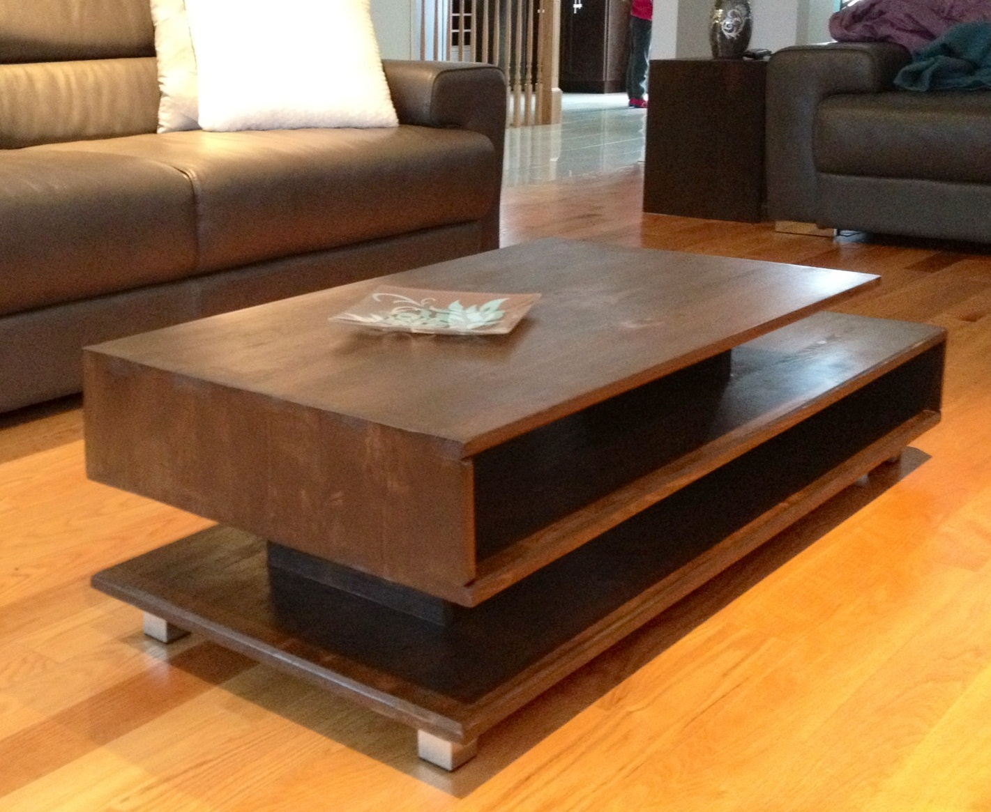 Modern furniture coffee tables for Modern living room no coffee table