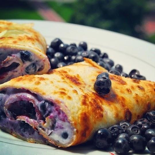 Naleśniki z serem ricotta i z jagodami