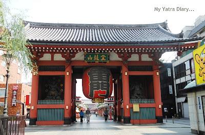 The Kaminarimon Gate, Sensoji Temple, Tokyo