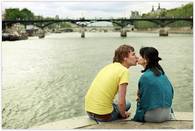 Cewek dengan Misi Mencium 100 Lelaki Asing di Paris|http://bambang-gene.blogspot.com
