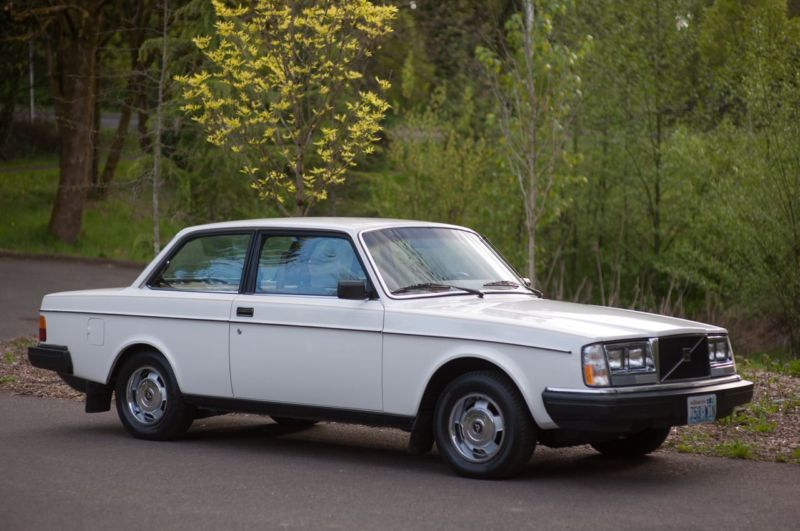 5k Flash: DTPC's Twin: 1983 Volvo 242