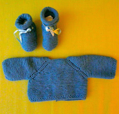 Jersey y patucos de punto hechos a mano para bebé niño