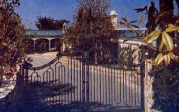 elvismania hillcrest 1174 bevely hills. Black Bedroom Furniture Sets. Home Design Ideas