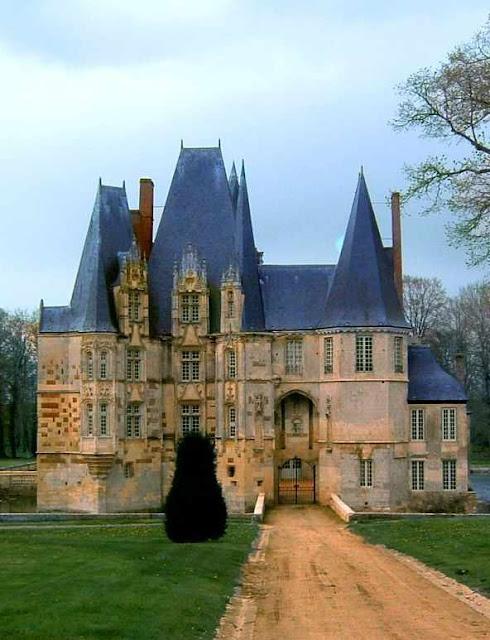 Castelo de Fontaine-Henry: antecâmara do Paraíso terrestre