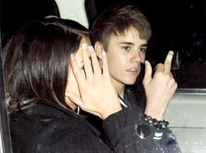 Justin bieber giving the finger