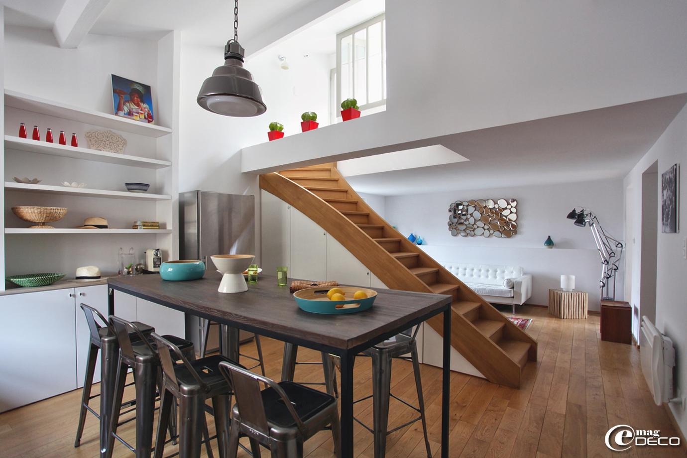 Un appartement en location de vacances privilégie l'espace, la lumière et la convivialité, '12 Place du Forum' à Arles