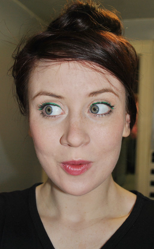 makeup photo a day, emerald eye liner, Pantone emerald, makeup artist, green tinted eyelashes,