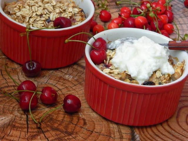 Mic dejun cu musli si fructe