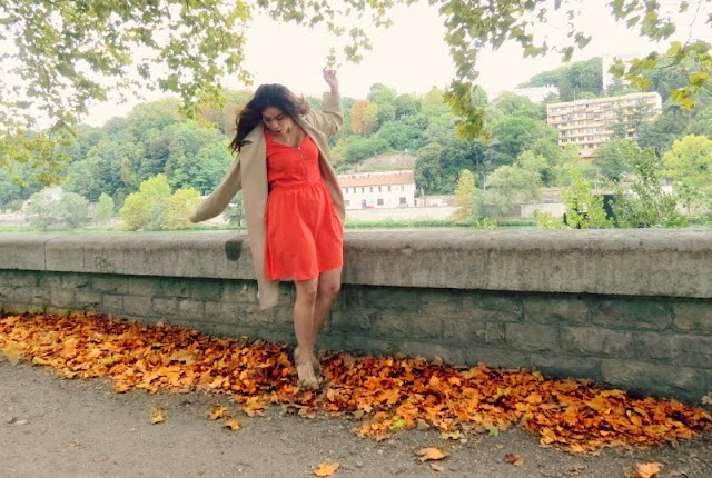 Autumn Leaves and Red Dress (concours Clarks)