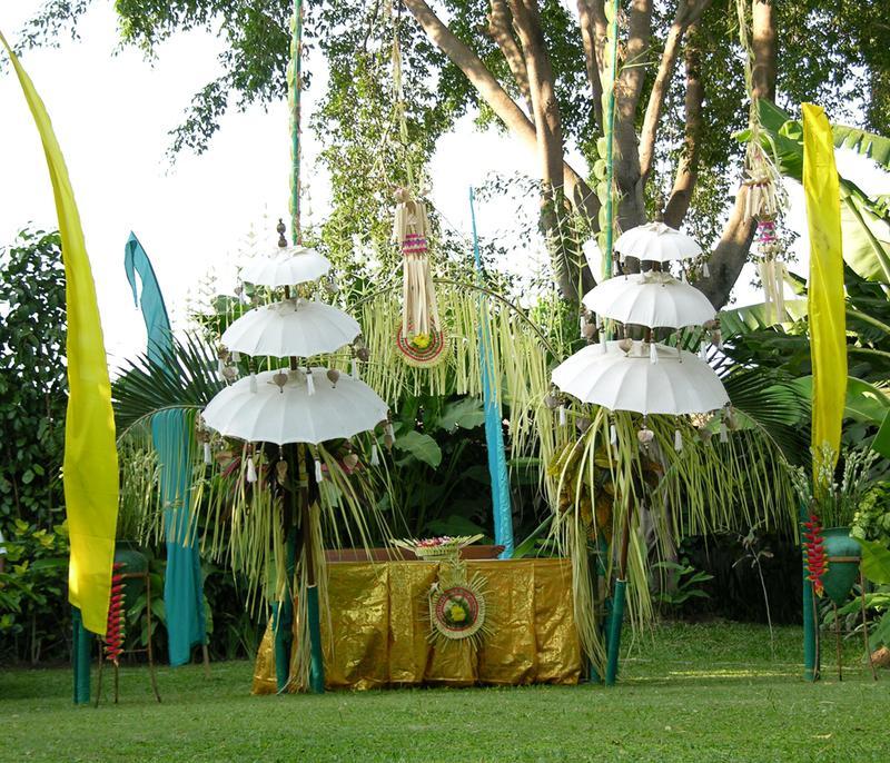 Wedding decorations november 2011 balinese wedding ceremony decoration junglespirit Images