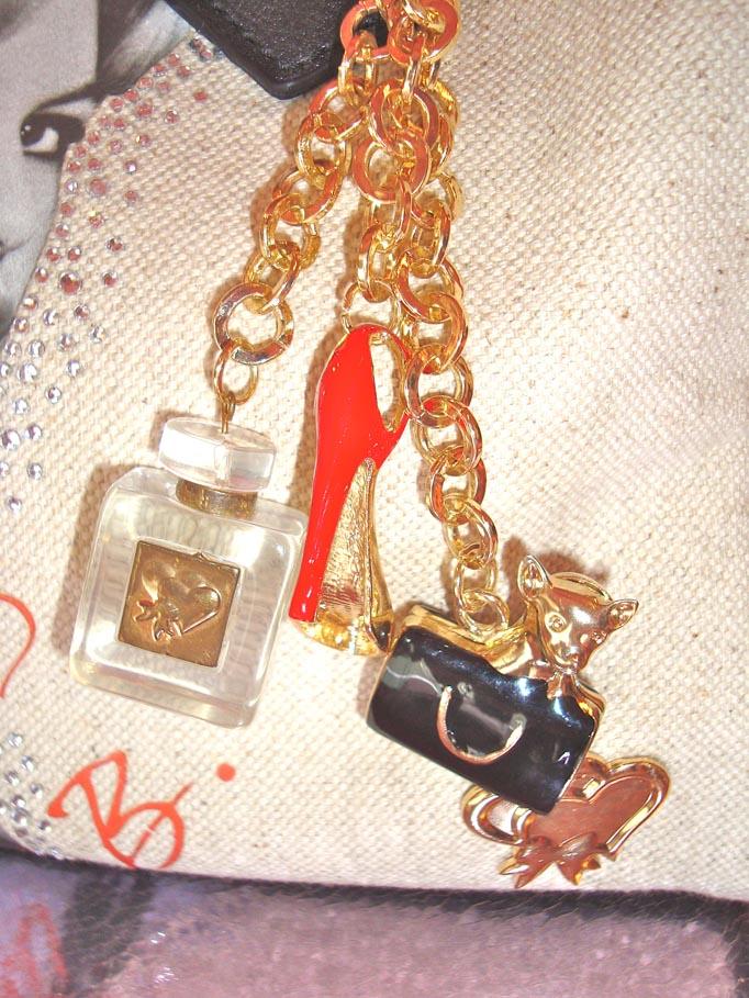 maison espion, brigitte bardot, cannes, saint tropez, chihuahua graphic, straw bag,  bon ton bag, show room in milan special edition collection , skull graphic, fluo,  charms, borse di paglia, vichy texture, paris hilton