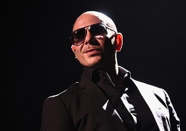 Exiliados cubanos la agarran contra Pitbull...y rompen sus discos