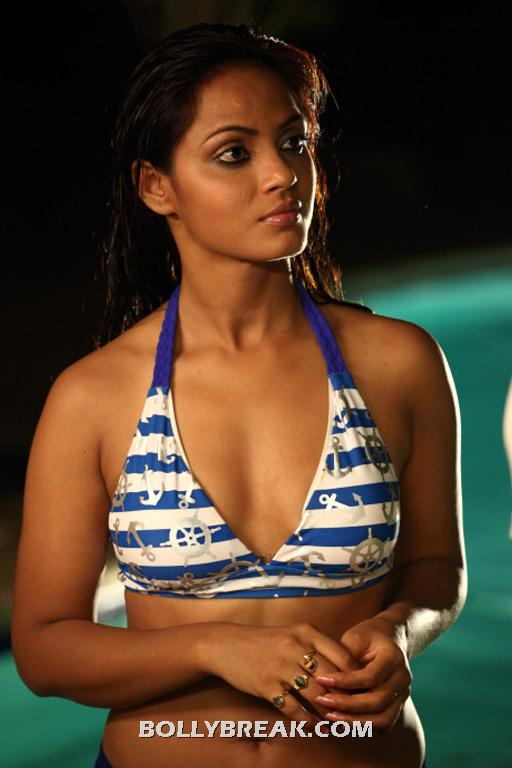  Neetu Chandra in Bikini -  Neetu Chandra Bikini Photo Gallery