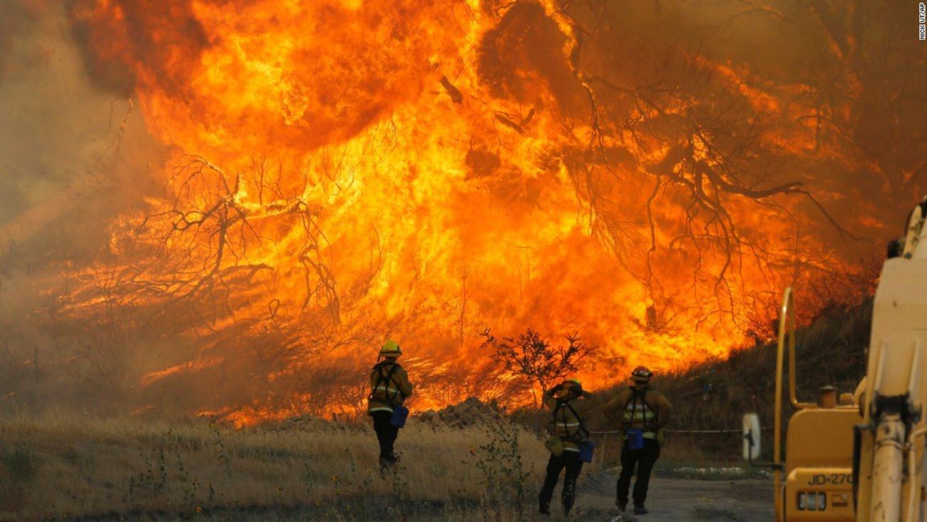 Bajo las intensas llamas y los vientos el Norte de California sigue ardiendo