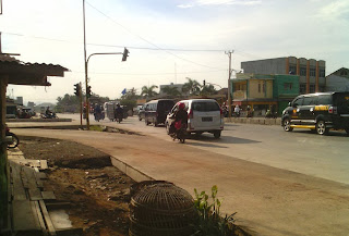 concrete road on crossroad of Jl. Ratudi Balau and Jl. Ki Maja