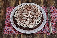 http://cake-cookie-pie.blogspot.hr/2015/01/cokoladna-torta-s-chantilly-kremom.html