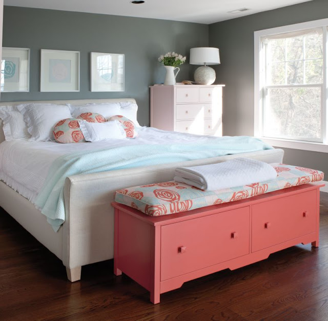 Pie de cama en color coral