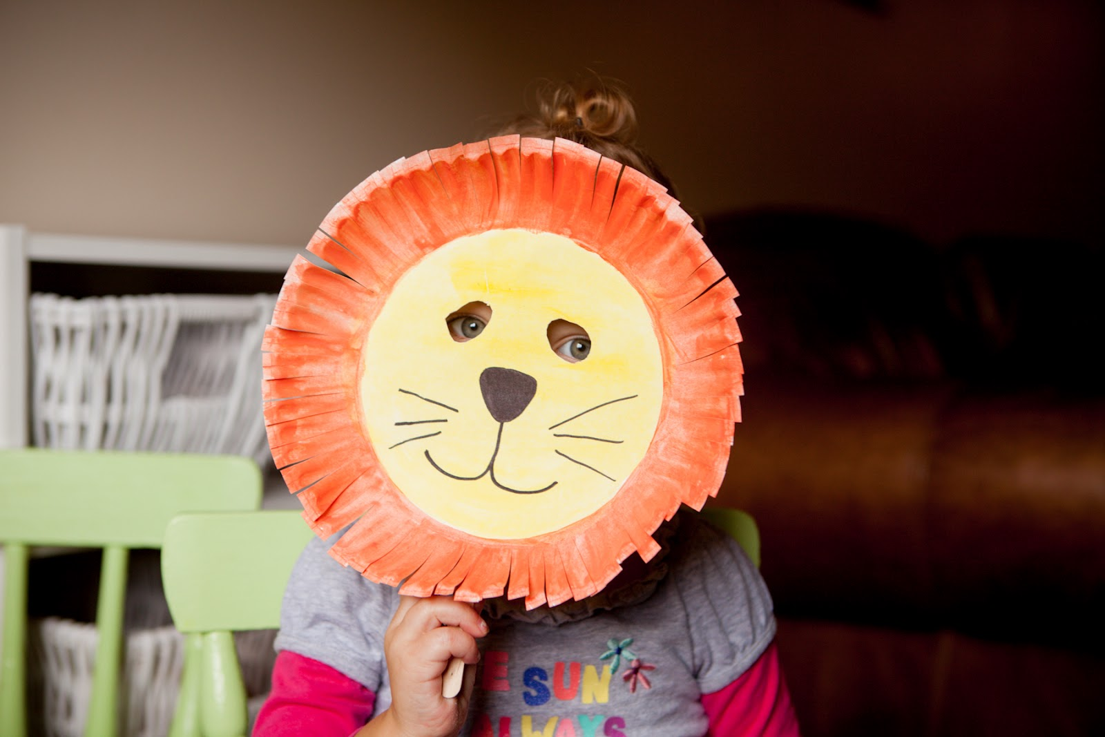 You can make a cute little lion mask out of a paper plate so easily. Seriously my daughter has been chasing me around the house growling ever since we made ... & Mommy Minutes: Paper Plate Lion Mask