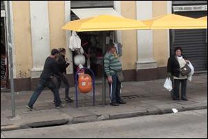 Crítica. Roubar em Porto Alegre não dá cadeia.