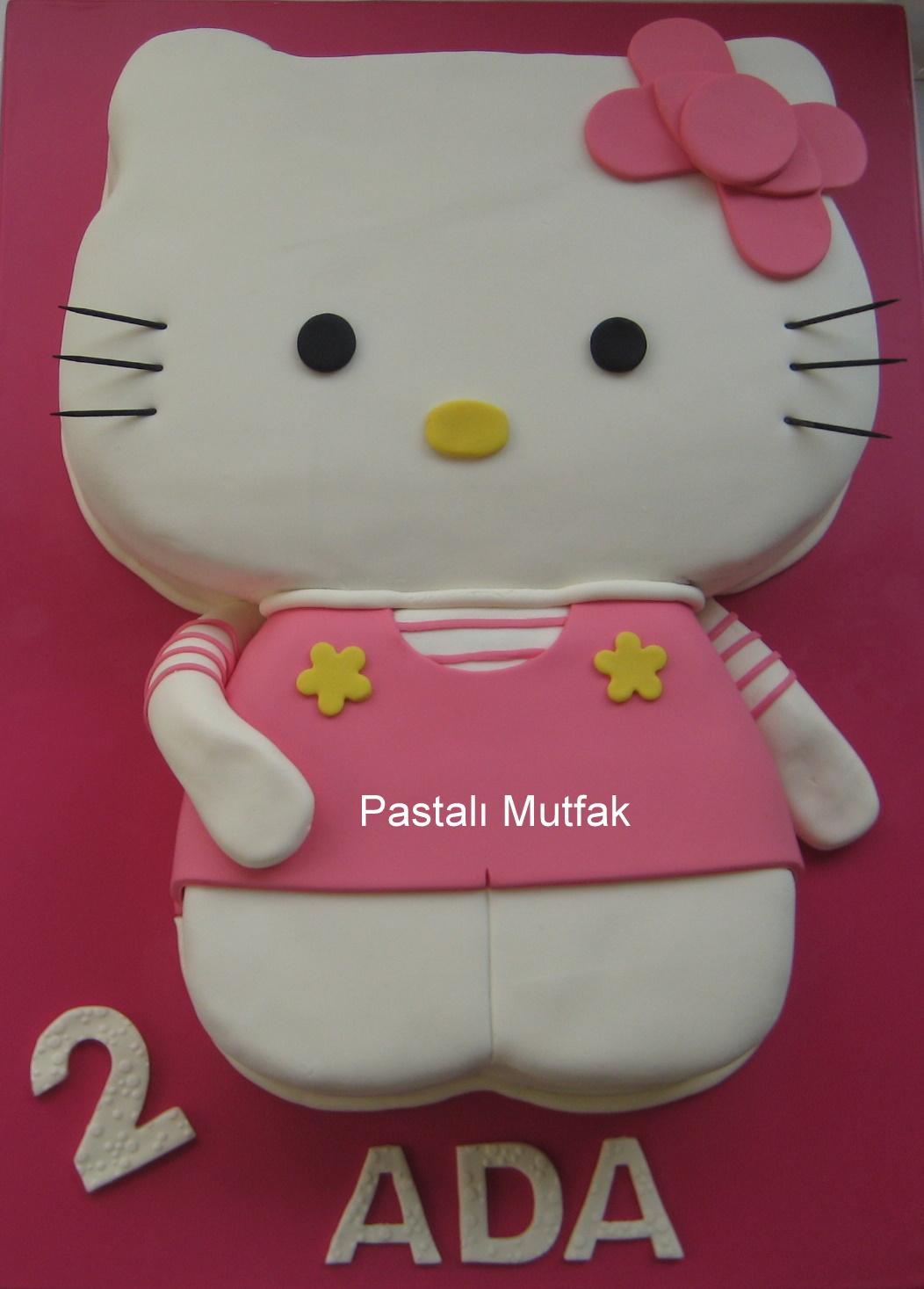 Hello kitty yi ilk defa çalıştım sanırım sevimli bir pasta oldu