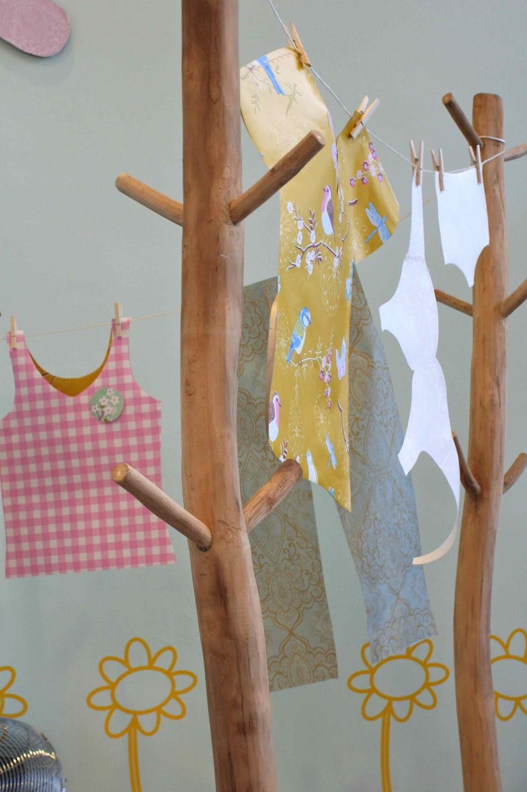 kleding van behang door Stijl Retail Design
