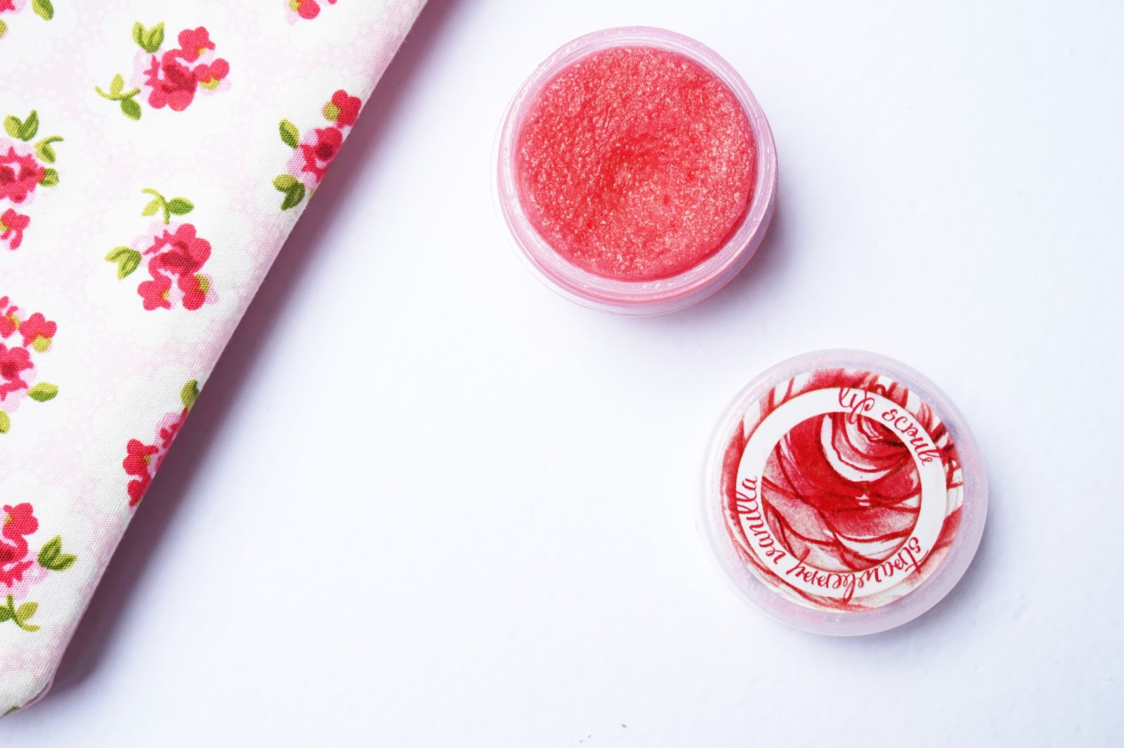 ellana mineral strawberry vanilla lip scrub