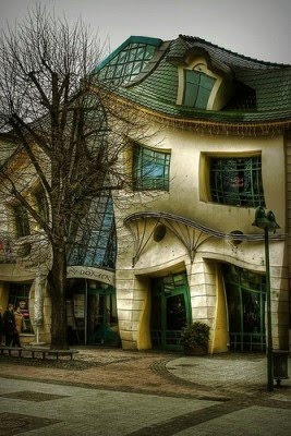 Casa Torcida Crooked House Krzywy Domek