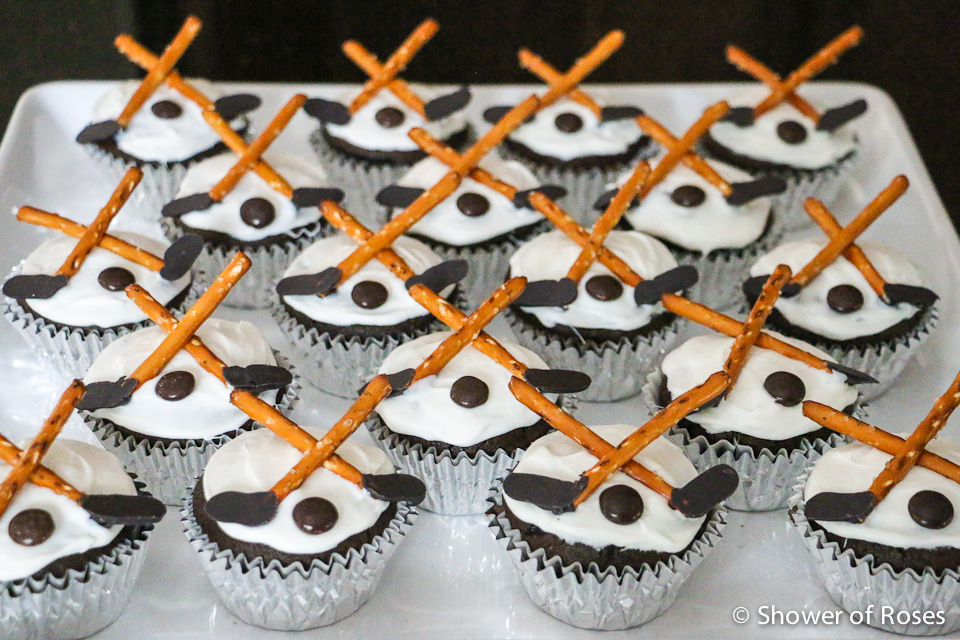 Cupcake Decorating Ideas Hockey : Shower of Roses: Hot Chocolate & Marshmallow Face-Off Puck ...