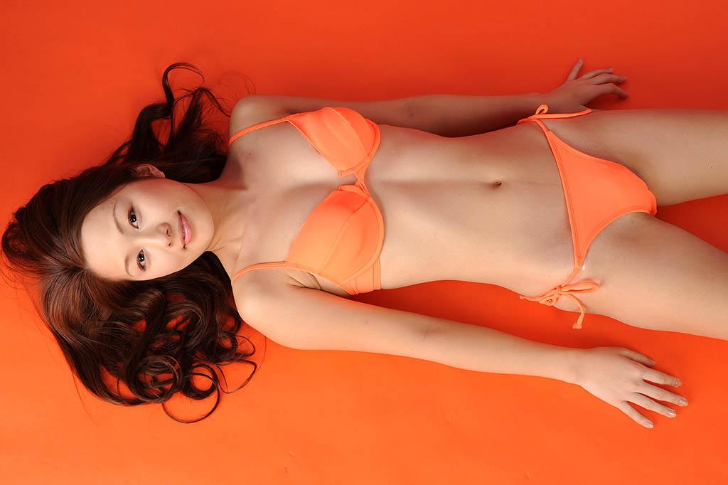 konomi sasaki sexy orange bikini photos 05