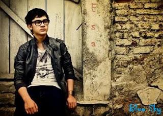 Esa Sigit - Biodata dan Foto Aktor Ganteng Indonesia