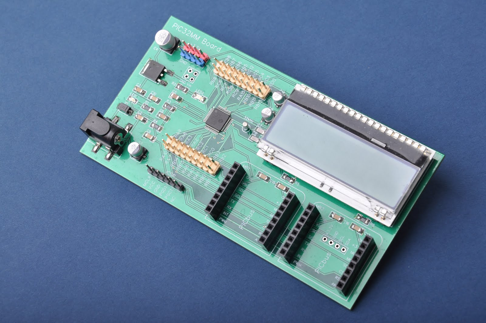 PIC32MM - Low cost development Board